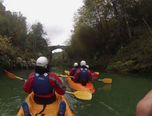 Descenso en canoa por el río Cares/Deva